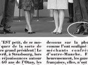 Sarkozy lève pieds moque physique,