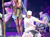 Britney stoppe concert cause fumée cannabis