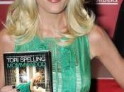 Tori Spelling cuisine elle-même pour bébé