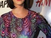 Katy Perry fait attendre hommes