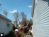 videos: Regis coupe arbre Comment démolir toit avec tronçonneuse glisse echelle