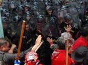 militaires dispersent manifestants antigouvernementaux rassemblés pont Phan Bangkok