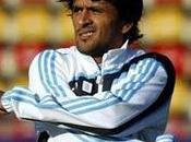 Lucho Gonzalez prend barrière sortie l'entrainement