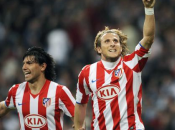 L'Atletico Madrid Diego Forlan élimine Liverpool