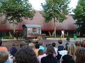 Cavalo Kanibal plante cirque forain dans cour d'une école d'Antony