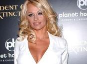 Pamela Anderson concours pour scène coquine avec elle