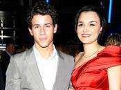 Nick Jonas délaisse famille pour nouvelle chérie