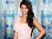Selena Gomez Logan Lerman pourrait rejoindre dans ''13 Reasons Why''