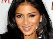 Nicole Scherzinger buzz Johnny Holiday (VIDEO)