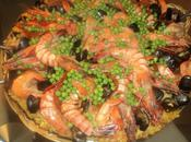 Paella viande fruits mers façon