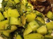 Salade concombre pesto d'épinard légume gorgé d'eau)