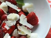 Salade fraises, framboises mozzarella parmesan