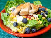 Salade poulet grillé, myrtilles, féta, maïs tomates