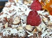 Dacquoise caramel framboise, crème anglaise framboises