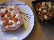 Tartine pistou, jambon, tomates cerises mozza accompagnée d'une compotée légumes