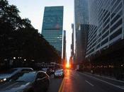 Manhattanhenge quand soleil s'aligne avec artères new-yorkaises