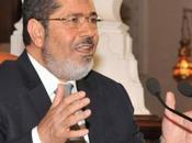 EGYPTE Mohammed Morsi prend fuite face foule