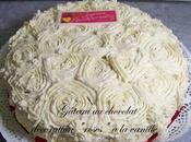 """Gateau chocolat, décoration """"roses"""" vanille"""