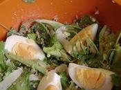 Salade mesclun oeufs durs, noisettes copeaux fromage