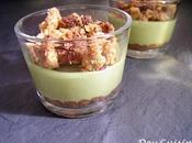 Verrines croustillant praliné, bavarois pistache crumble