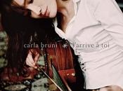 Carla Bruni dévoile clip single, J'Arrive toi.