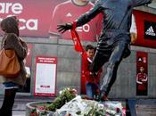 footballeurs immortalisés statues