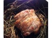 Selle d'agneau cuite foin