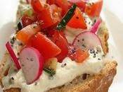 Tartines campagnardes tomates cerises radis crémeux, fines herbes