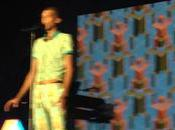 Omar chante Papaoutai concert Stromae