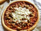 pizza tonno capperi, olive, mozzarella (pizza thon câpres, olives, mozzarella)