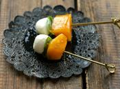 Brochettes apéritives très fraîches mozzarella/basilic/kaki