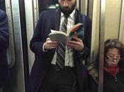 Dudes Reading, l'Instagram beaux inconnus lisent cartonne