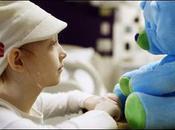 L'ours-robot amuse enfants malades