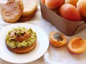 Sablés bretons abricots poêlés crème pistache