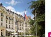 Rendez-vous août Petit Trianon pour projection Marie-Antoinette ,version Coppola, dans propres décors.