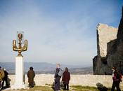 Voyage Utopie documentaire interroge: intérêts privés menacent patrimoine français? affaire Lacoste Pierre Cardin