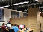 employés construisent forteresse carton dans l'open space