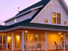 Cette ferme dispose d'un magnifique porche, mais attendez voir l'intérieur!