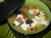 Soupe salade verte croûtons dorés