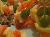 Mini brochettes saumon fumé, olives, gruyère citron