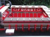 Foot reproduit stades Premier League Lego.