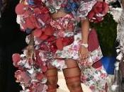 Rihanna Gala tapis rouge Comme Garçons