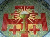 route Brocéliande. L'Eglise Graal Tréhorenteuc.