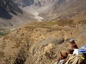 Dans montagnes l'Hindou Kush