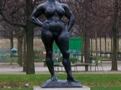 Standing Woman nouvelle sculpture installée jardin Tuileries