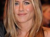 Jennifer Aniston sympa bêcheuse