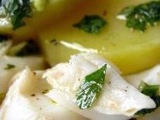 Morue pommes terre primeur salade