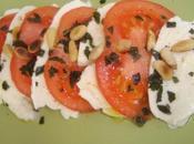 L'Italie résumée toute simplicité salade tomates mozzarella