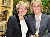 Cécile Bonnefond remis Caroline Mitanne crée GUIDE CARO pour malentendants prix Veuve Clicquot Femme d'Affaires 2009, avril dernier l'hotel Pershing Hall.