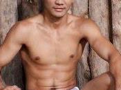 boxeur thaïlandais médaillé d'argent Athènes pied pour photos gays